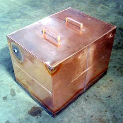 Square copper header tank with lid